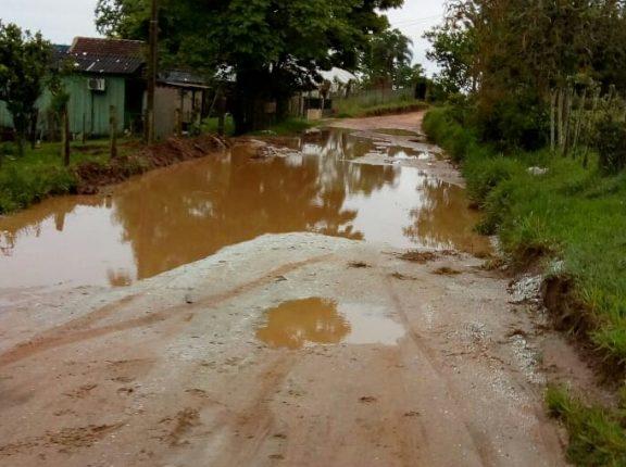 Estrada do Rincão dos Menezes está intransitável